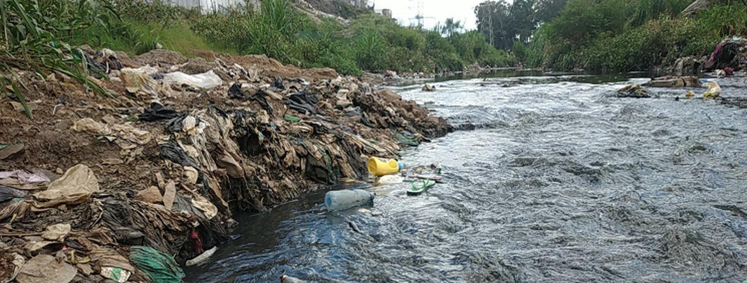 Uchafuzi na taka hujilimbikiza katika River Athi
